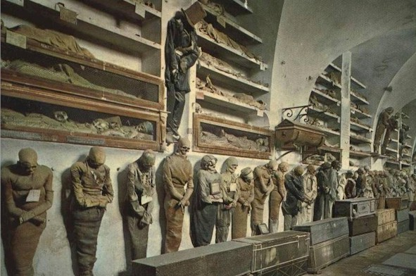 There were hundreds of these mummies in the Capuchin Catacombs in Palermo. Happy Halloween, y'all! Eek! (photo from mummytombs - thanks)