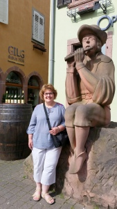 I'm posing demurely with the minstrel statue in Ribeauville.